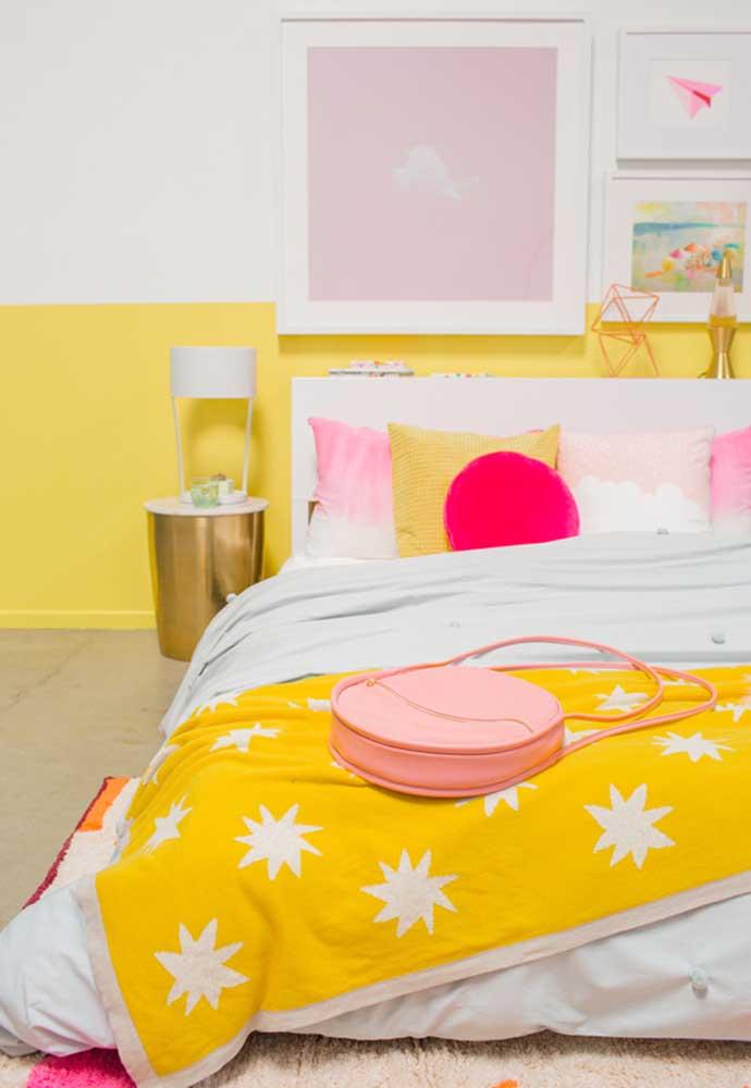 Alguns detalhes fazem a diferença na decoração do quarto amarelo.