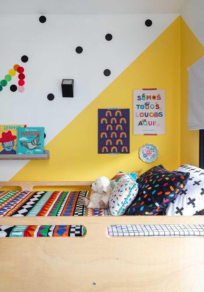 Olha que fofura esse quarto de menina amarelo.