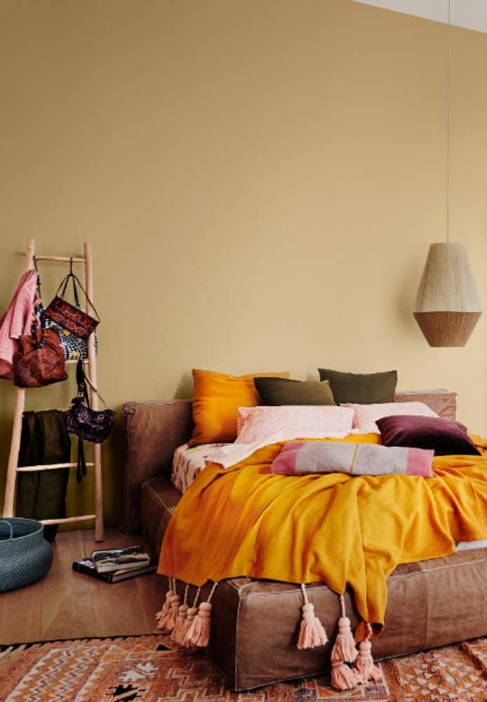 Para destacar o ambiente, use roupas de cama na cor amarelo.