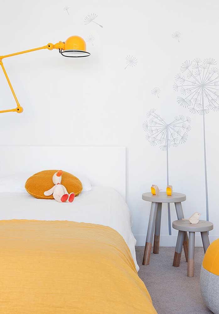 Tem decoração mais perfeita do que um quarto amarelo e branco?