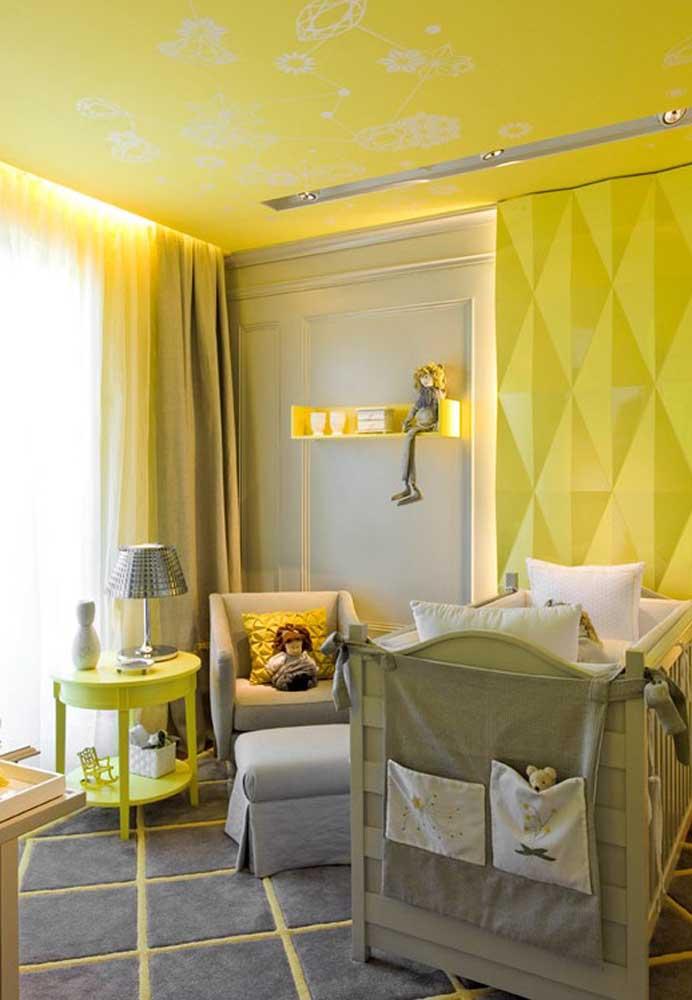 Você também pode fazer a decoração do quarto de bebê amarelo e cinza.