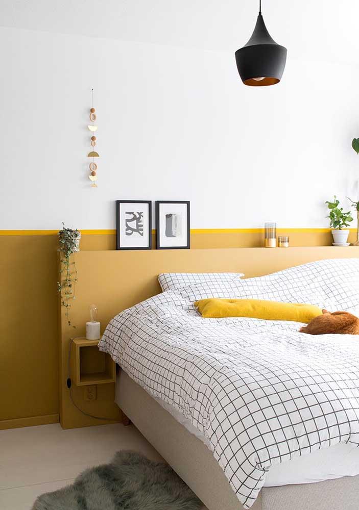 Você pode usar tons de amarelo apenas na parte debaixo da parede do quarto.
