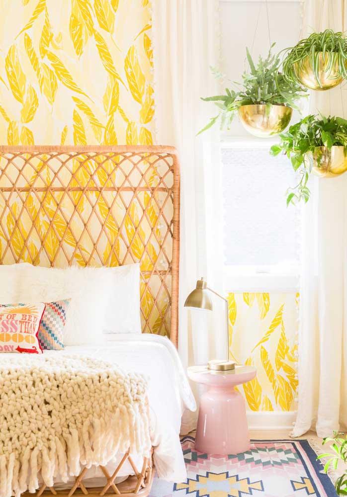 O tom dourado deixa o ambiente no estilo mais clássico, principalmente, se tiver elementos decorativos mais sofisticados.