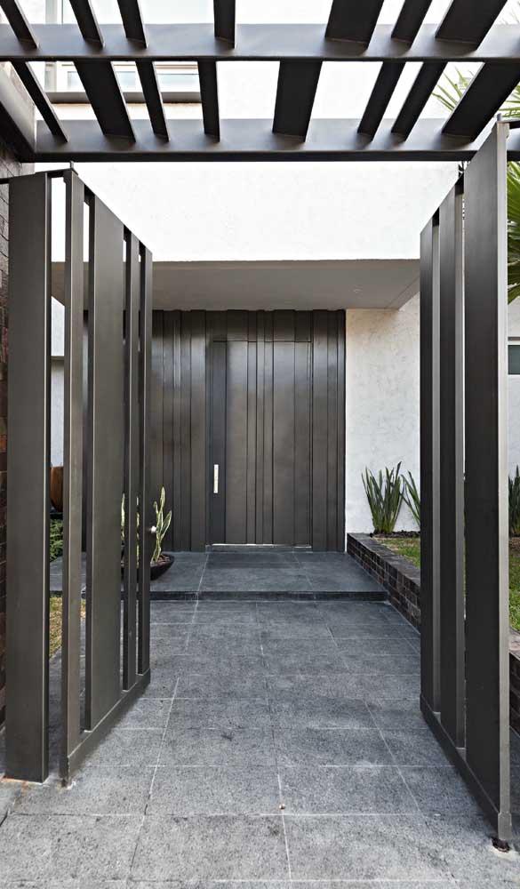 Para fugir do preto, experimente uma porta de alumínio marrom