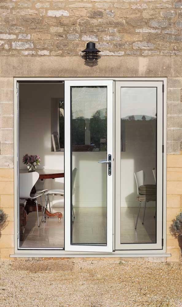 Que tal uma porta de alumínio sanfonada na varanda?