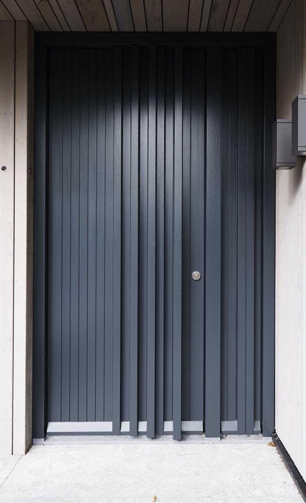 Tem design caprichado na porta de alumínio também!