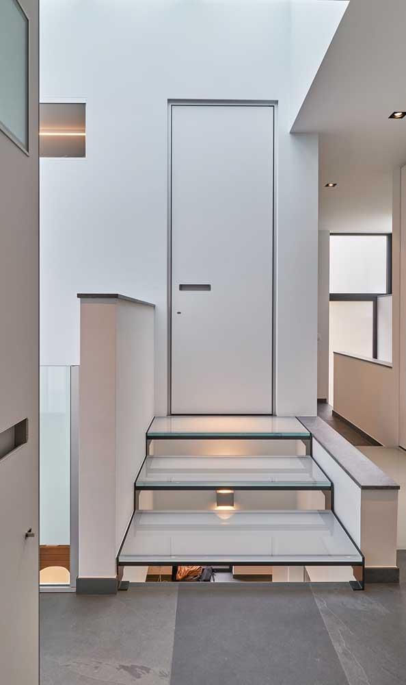 Porta de alumínio branca e simples