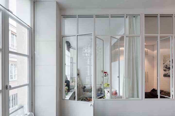 Janelas e portas de alumínio branco combinando entre si