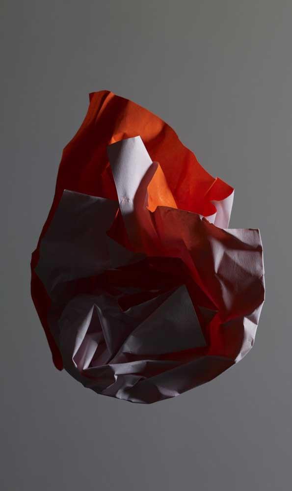 Uma rosa desconstruída e moderna feita de papel. Perfeita para uma decor contemporânea