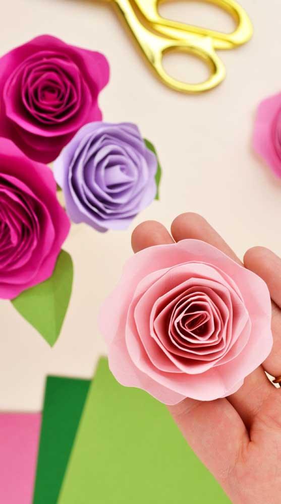 Rosas de papel para decorar o quarto infantil, o escritório, a cozinha e onde mais tiver vontade