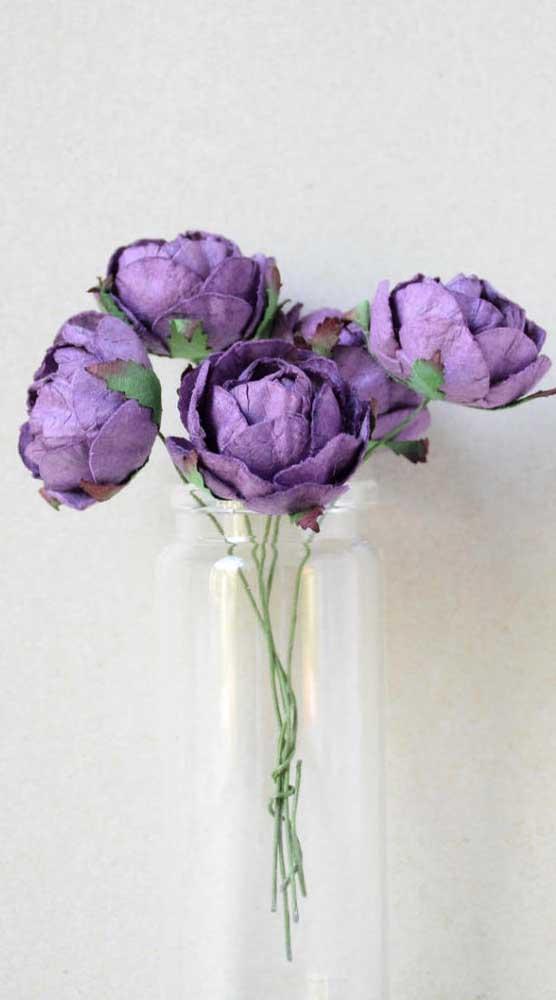 Rosas roxas de papel, lindas não?