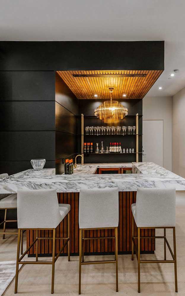 Inspiração de bar em casa de canto para quem tem espaço sobrando