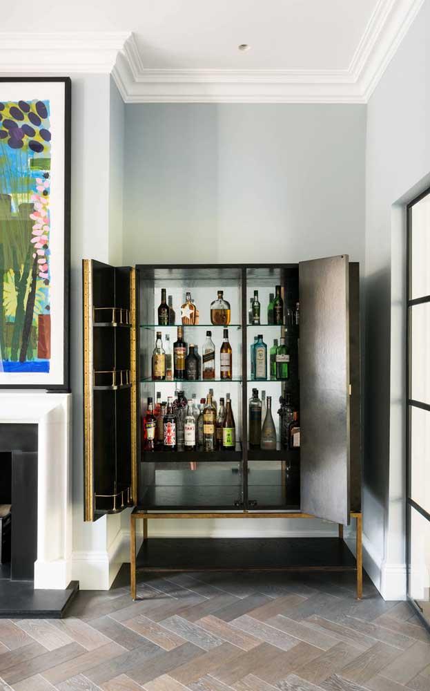 Quer um bar discreto? Coloque-o dentro do armário