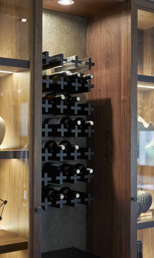 Destaque para as garrafas de vinho