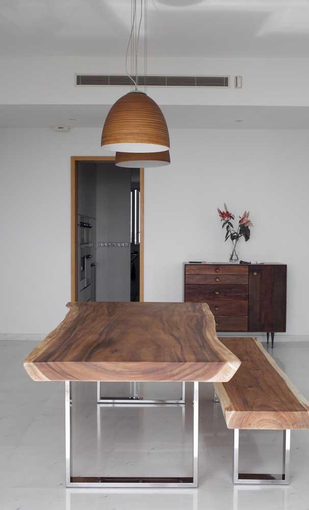 Mesa e banco em madeira de demolição