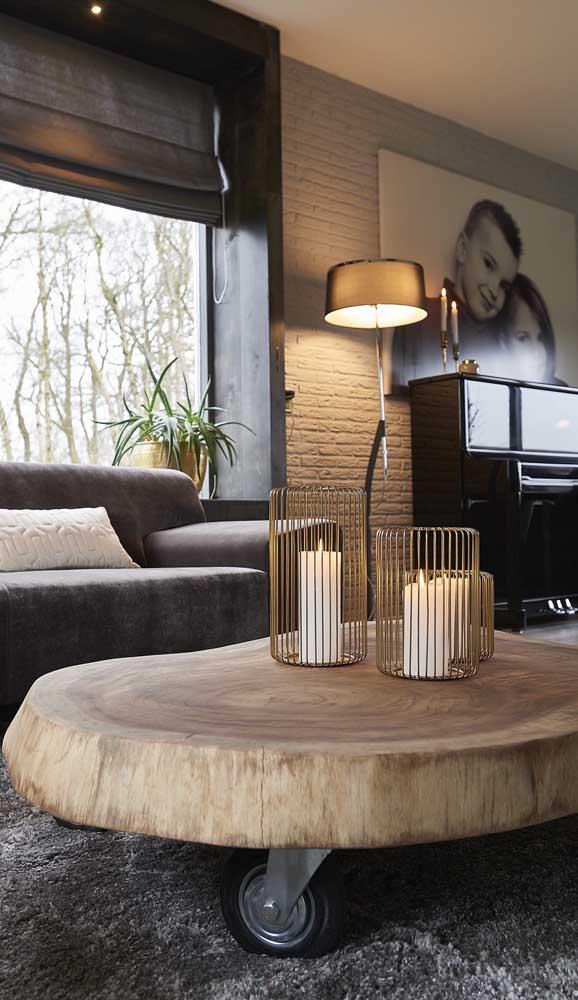 Sempre tem um espaço na casa pronto para receber uma mesa de madeira de demolição