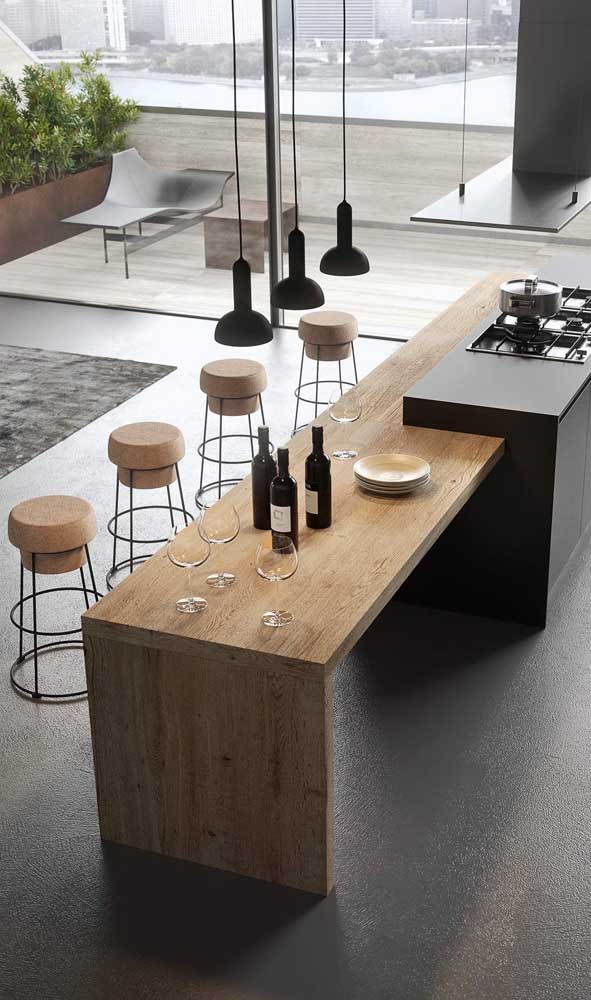 Que tal uma ilha de cozinha feita com madeira de demolição?