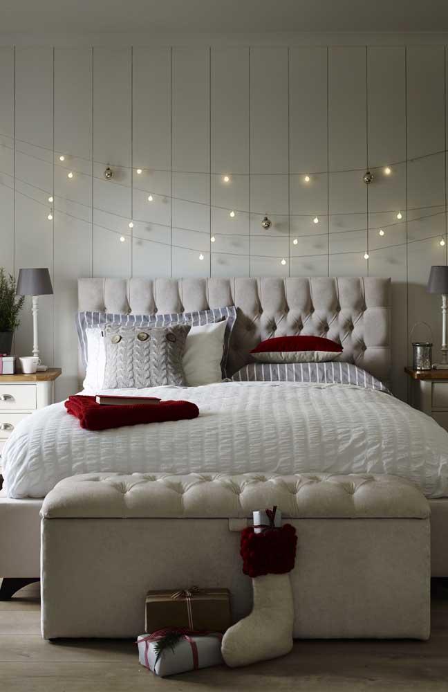 Um jeito simples e criativo de decorar o quarto com luzes de natal