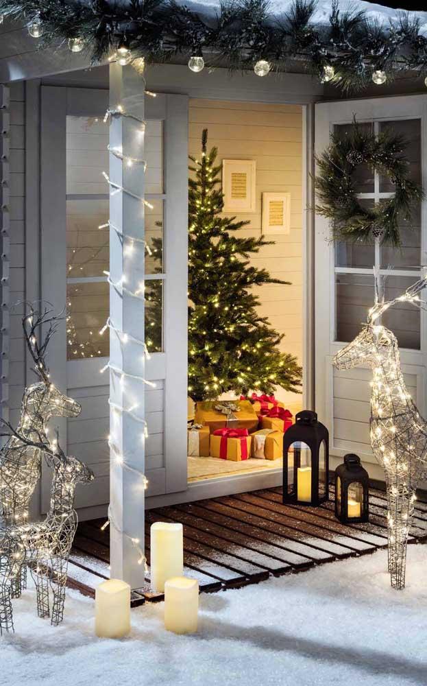 As velas completam a decoração com luzes de natal