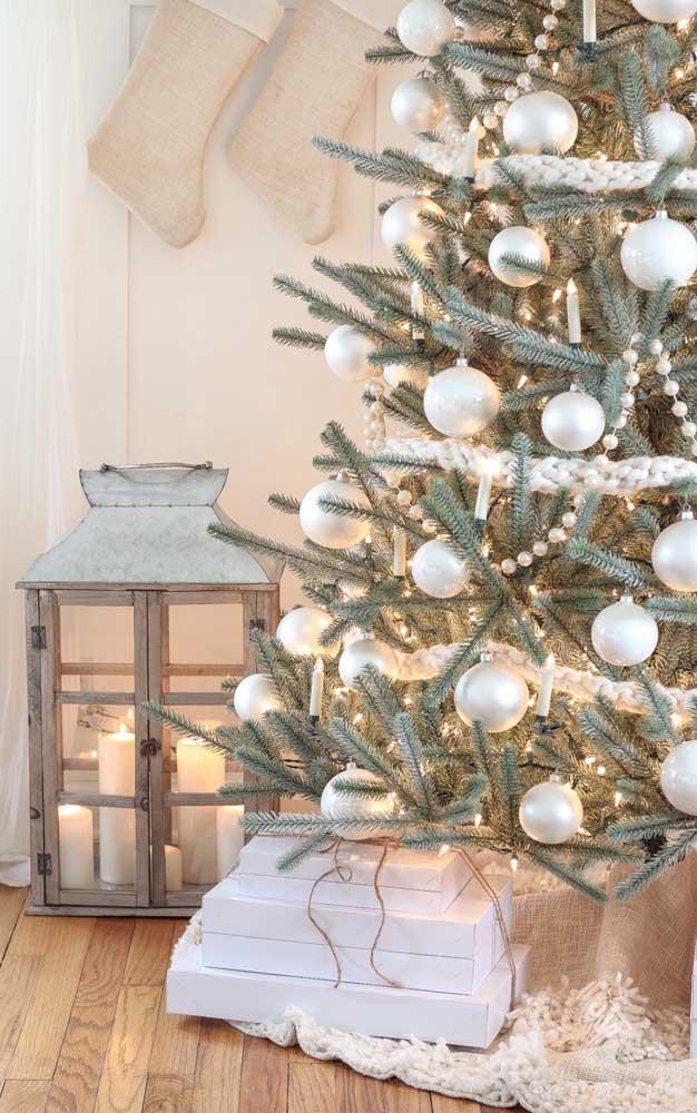 Lembre-se: o pisca pisca é sempre o primeiro elemento a ser colocado na árvore de natal