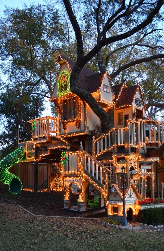 Como não se apaixonar por uma fachada toda decorada com luzes de natal?