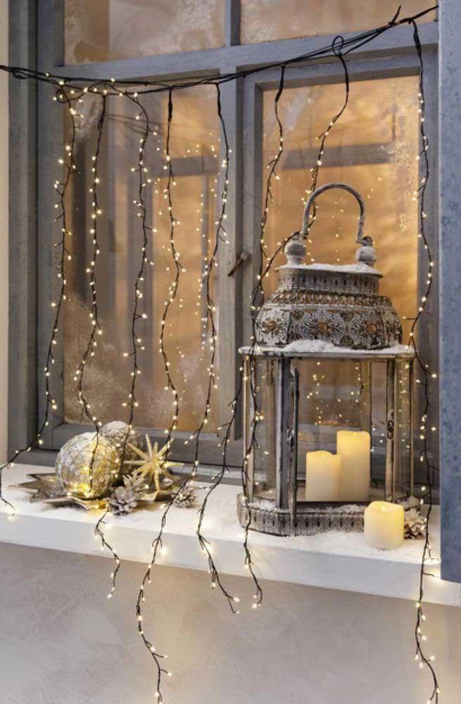 Cascata de mini luzes de natal: super delicada e charmosa
