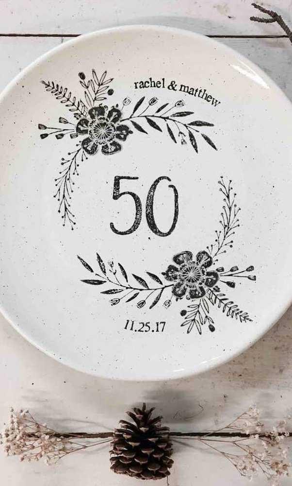 Prato decorativo de cerâmica: opção de presente para o casal
