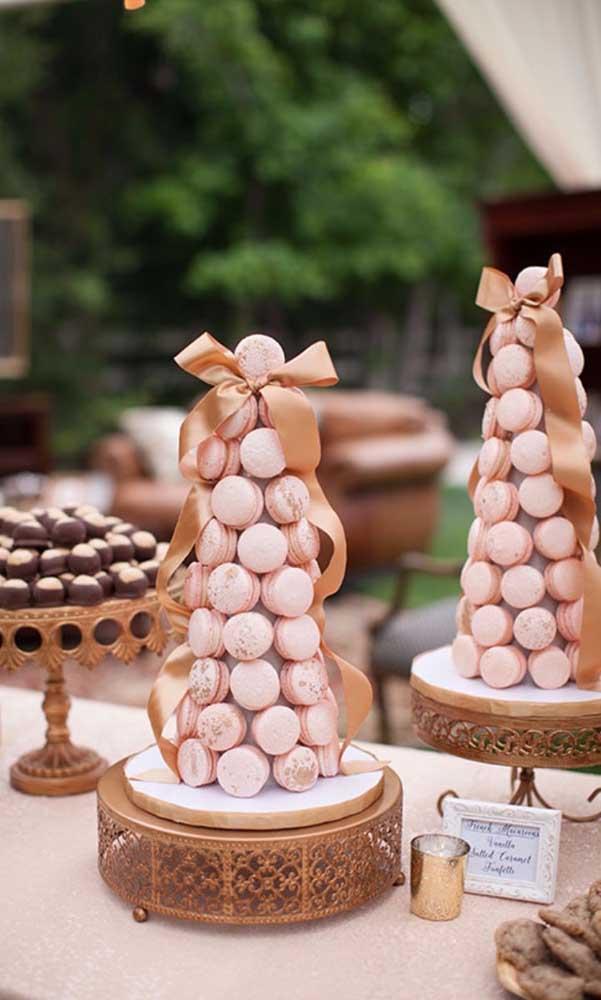 A torre de macarons deixa a festa de 50 anos mais elegante