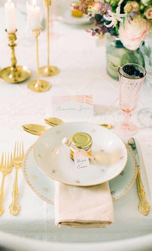 Que tal levar as melhores louças do casal para a comemoração das bodas de ouro?