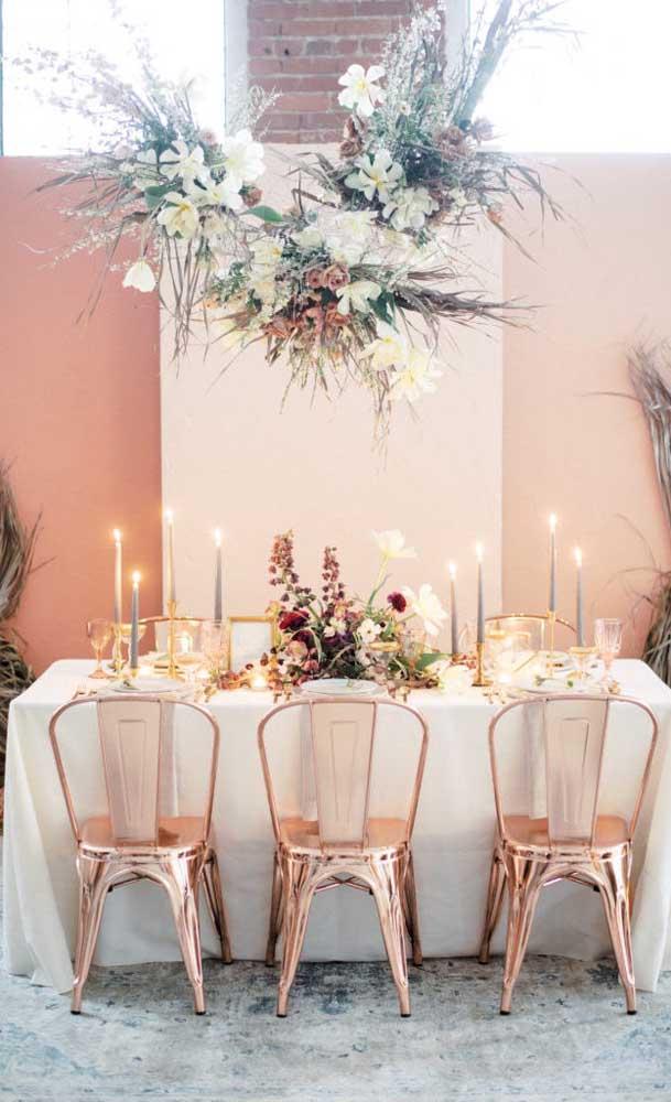 Mesa posta para uma festa simples de bodas de ouro