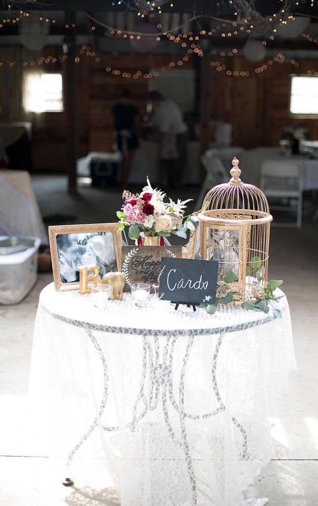 Que tal montar uma mesa de recordações na festa de 50 anos do casal?