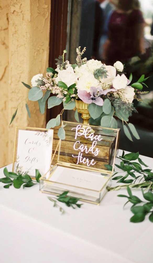 Flores são sempre bem vindas na decoração de bodas de ouro