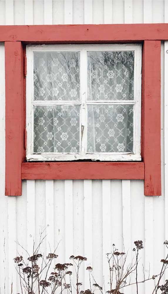 A rusticidade é uma grande amiga das cortinas de renda