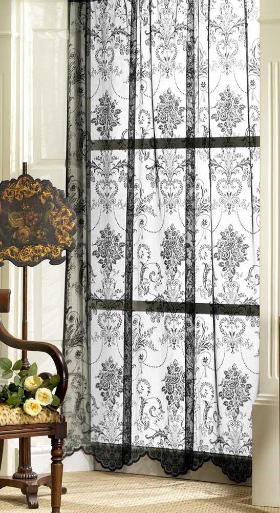Que tal elevar o grau de elegância na sua sala com uma cortina de renda preta?