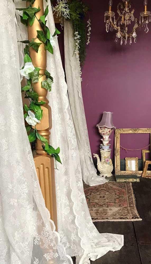 Parece um véu de noiva, mas é uma linda cortina de renda!