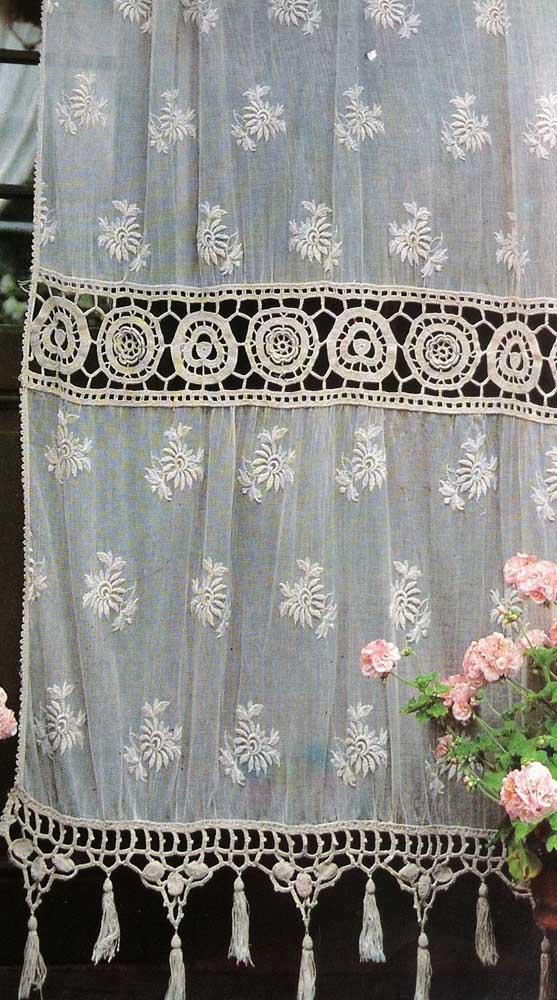 Uma cortina mimosa como essa merece um lugar especial da casa