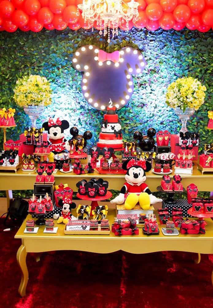 Olha que painel Minnie vermelha mais perfeita para fazer na festa de aniversário da sua filha.