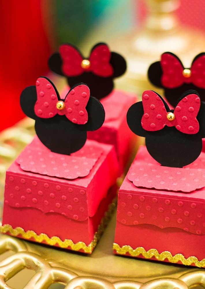 Veja como você pode fazer as lembrancinhas da Minnie vermelha.