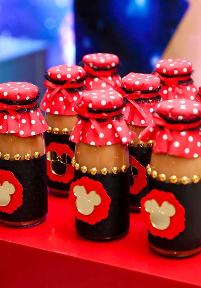 Já pensou em agradecer a presença dos convidados com uma lembrancinha Minnie vermelha comestível?