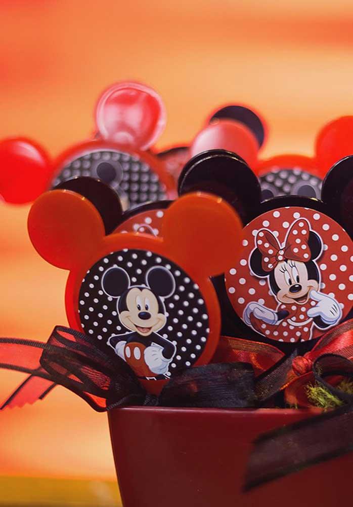 O Mickey também pode entrar na decoração da Minnie vermelha.
