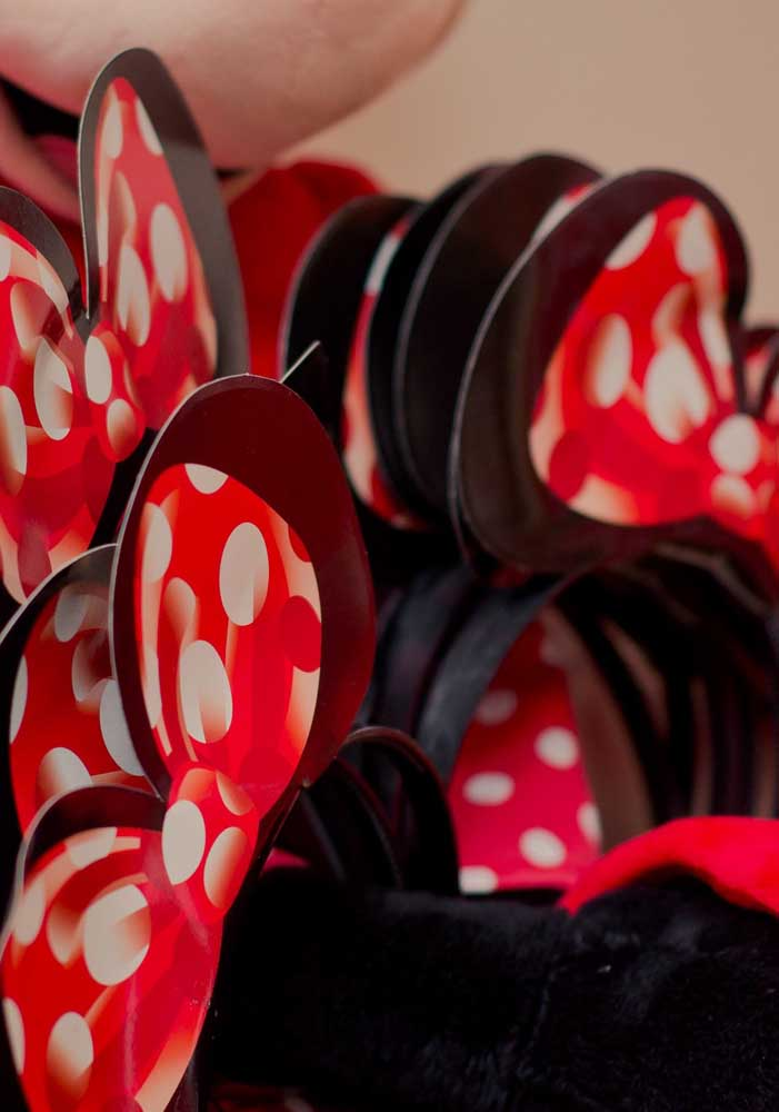Que tal distribuir orelinhas da Minnie para as crianças se sentirem no ritmo do tema da festa.