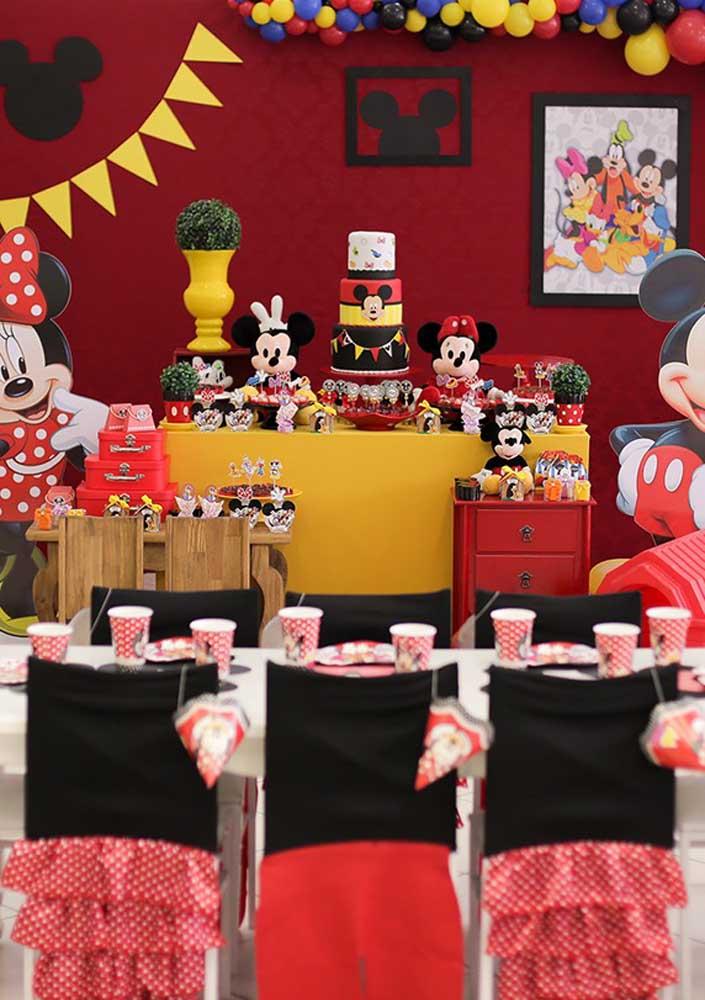 Com muita criatividade dá para fazer uma linda festa da Minnie vermelha.