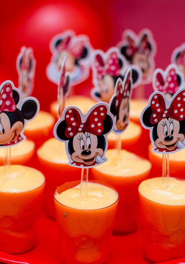O que acha de personalizar a colher de sobremesa com a carinha da Minnie?