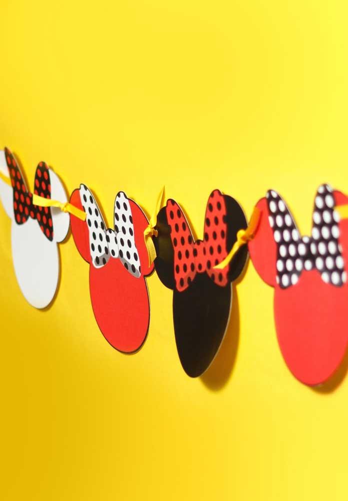 Saiba que é possível fazer uma decoração Minnie vermelha simples.