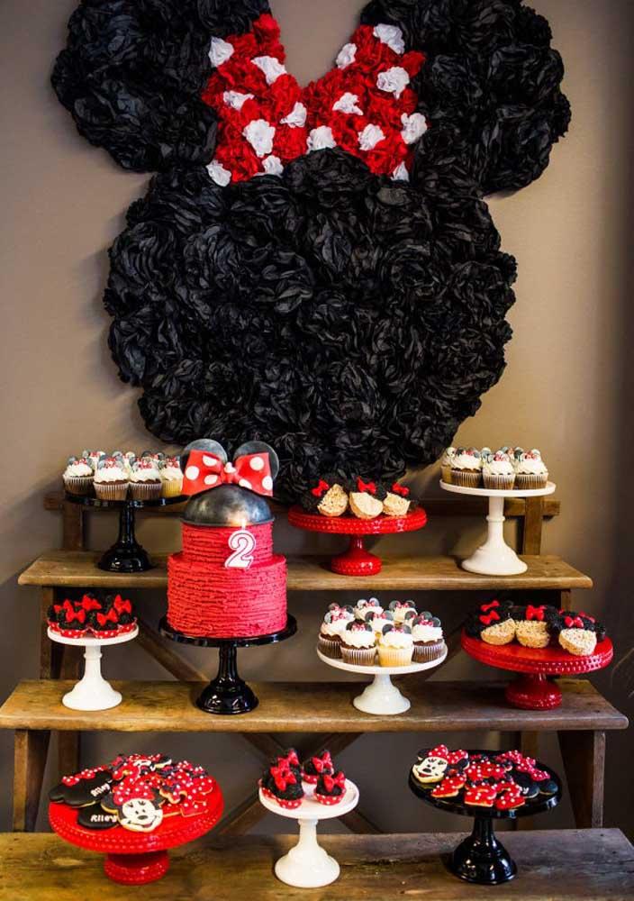 Painel incrível para você se inspirar na hora de decorar a festa Minnie vermelha.