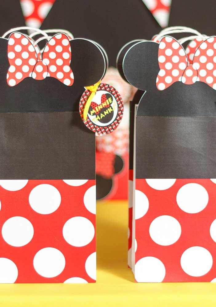 Capriche nos detalhes dos itens que não podem faltar na festa Minnie vermelha.