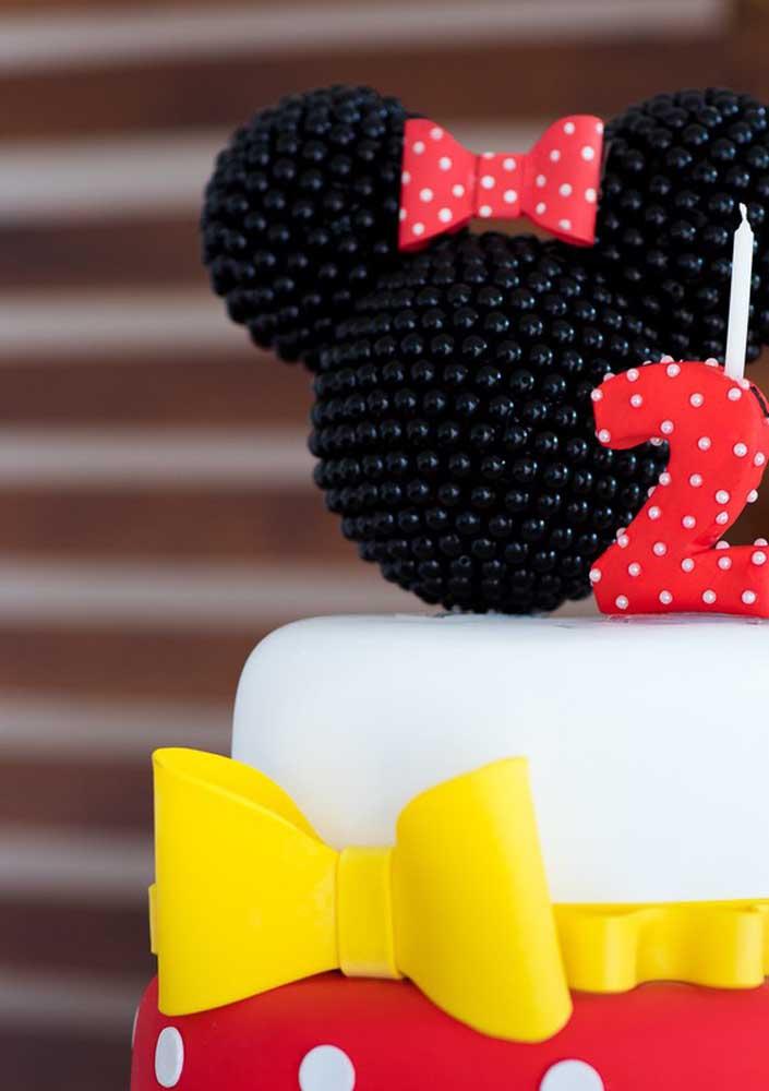 Olha como você pode fazer o topo de bolo Minnie vermelha.