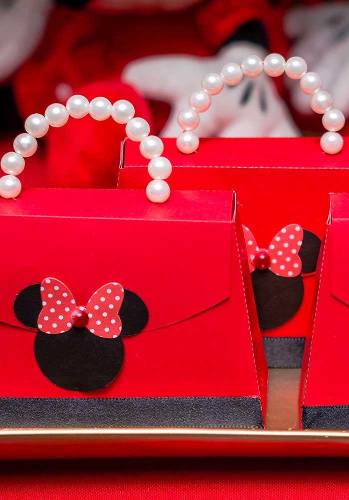 As meninas vão adorar essas bolsinhas personalizadas da Minnie vermelha.