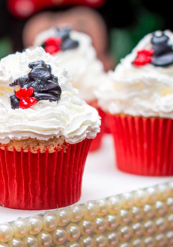 Quem é que não gosta de cupcake nas festas infantis? Ainda mais se for personalizado de acordo com o tema.