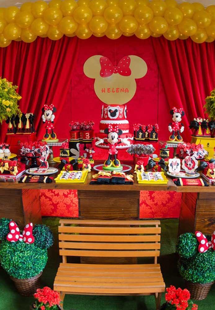 As cores vermelha e preta são as principais do tema Minnie vermelha, mas é possível incrementar com outros tons.